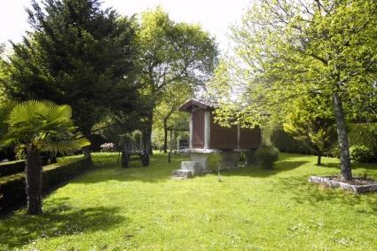 rustic house garden