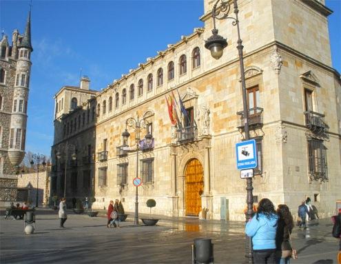 LEON palacio-guzmanes-leon