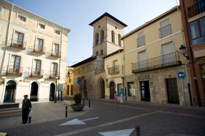 S XII, fachada oveste y Plaza mayor