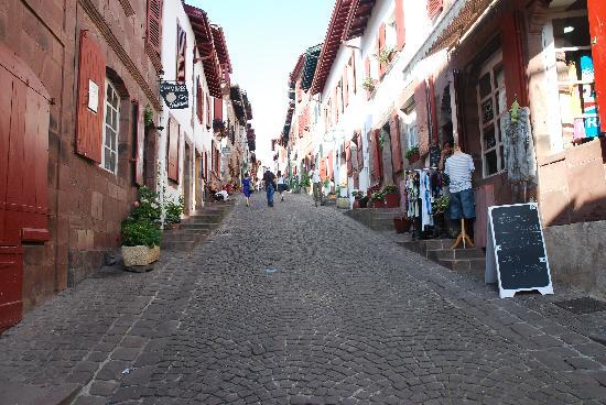 rue-de-la-citadelle-dove